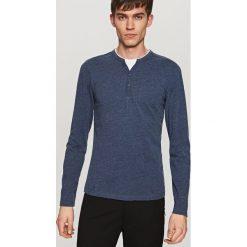 T-shirty męskie: Gładki t-shirt z długim rękawem – Granatowy
