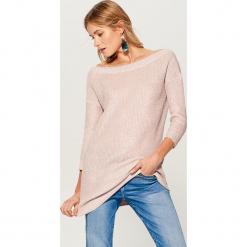 Długi sweter z prostym dekoltem - Różowy. Czerwone swetry klasyczne damskie marki Mohito, l. Za 149,99 zł.