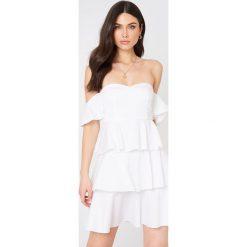 NA-KD Boho Sukienka mini z odkrytymi ramionami - White. Niebieskie sukienki boho marki NA-KD Boho, na imprezę, w koronkowe wzory, z koronki, na ramiączkach, mini. Za 161,95 zł.