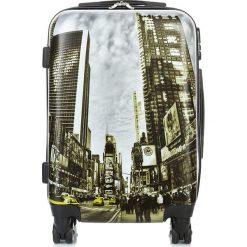 MAŁA WALIZKA NA KOŁKACH NEW YORK. Brązowe walizki marki producent niezdefiniowany, z kauczuku, małe. Za 279,00 zł.