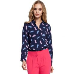 Wzorzysta Granatowa Bluzka Koszulowa ze Stójką Model 3. Niebieskie bluzki asymetryczne Molly.pl, l, biznesowe, z koszulowym kołnierzykiem, z długim rękawem. Za 109,90 zł.