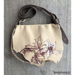 Torebki klasyczne damskie: torebka z naturalnej skóry z kwiatem bielunia