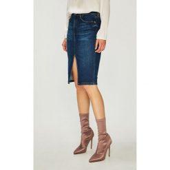 Guess Jeans - Spódnica. Szare spódniczki jeansowe Guess Jeans, s, z aplikacjami, z podwyższonym stanem, midi, proste. Za 399,90 zł.