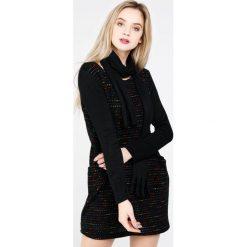 Sukienka - 142-17881 NER. Czarne sukienki dzianinowe Unisono, l, z okrągłym kołnierzem, z długim rękawem, mini, proste. Za 59,00 zł.