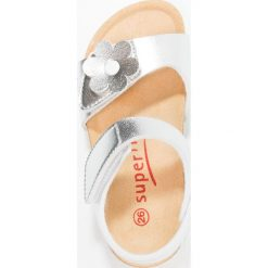 Superfit FUSSBETTPANTOFFEL Sandały silber. Szare sandały chłopięce marki Superfit, z materiału. Za 159,00 zł.