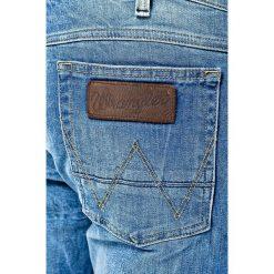 Wrangler - Jeansy Greensboro All Blue. Szare jeansy męskie relaxed fit marki Wrangler, l, z poliesteru, z kapturem. W wyprzedaży za 259,90 zł.