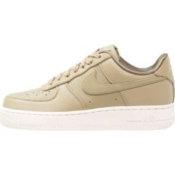 Trampki damskie slip on: Nike Sportswear AIR FORCE 1 '07 LX Tenisówki i Trampki neutral olive/summit white/med olive/metallic gold