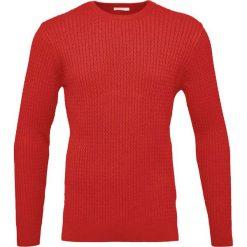Knowledge Cotton Apparel CABLE Sweter pompeain red. Czerwone kardigany męskie Knowledge Cotton Apparel, l, z bawełny. W wyprzedaży za 356,30 zł.