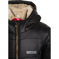 Regatta BERRYHILL Płaszcz zimowy black. Czarne kurtki chłopięce zimowe marki Regatta, z materiału. W wyprzedaży za 223,30 zł.