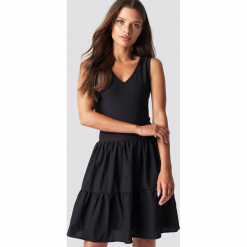 Trendyol Sukienka mini z dekoltem V - Black. Sukienki małe czarne marki Trendyol, na co dzień, z elastanu, casualowe, dopasowane. W wyprzedaży za 48,57 zł.