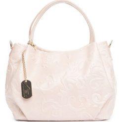Torebki klasyczne damskie: Skórzana torebka w kolorze kremowym – 28 x 20 x 12 cm