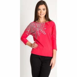 Malinowa bluzka nietoperz ze wzorem na ramieniu QUIOSQUE. Różowe bluzki asymetryczne QUIOSQUE, z motywem zwierzęcym, z bawełny, z długim rękawem. Za 79,99 zł.