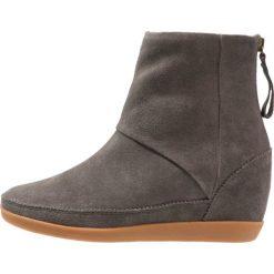 Botki damskie lity: Shoe The Bear EMMY Botki na koturnie dark grey