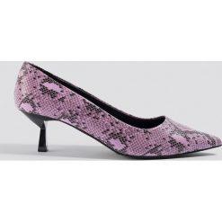 NA-KD Shoes Czółenka wężowy nadruk - Pink. Różowe buty ślubne damskie NA-KD Shoes, z nadrukiem, na niskim obcasie, na obcasie. Za 121,95 zł.