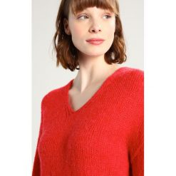 Swetry klasyczne damskie: Kaffe LUNA Sweter flame scarlet