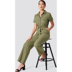 NA-KD Trend Koszulowy kombinezon z wiązaniem - Green. Czerwone kombinezony damskie marki KALENJI, z elastanu, z krótkim rękawem, krótkie. Za 202,95 zł.