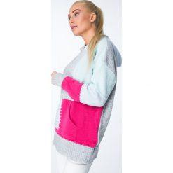 Swetry klasyczne damskie: Sweter kolorowy z kapturem / amarant MISC002