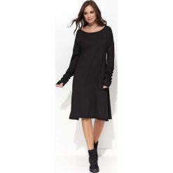 Czarna Sukienka Trapezowa z Marszczonym Rękawem. Czarne sukienki balowe marki Molly.pl, na co dzień, uniwersalny, z bawełny, z kapturem, proste. Za 104,90 zł.