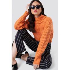 NA-KD Sweter w prążki oversize - Orange. Pomarańczowe golfy damskie NA-KD, z dzianiny. Za 161,95 zł.