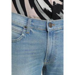 Lee LUKE Jeansy Slim Fit light worn in. Niebieskie jeansy męskie Lee. W wyprzedaży za 344,25 zł.