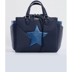 Torebka z gwiazdą. Brązowe torebki worki marki Monnari, w paski, z materiału, średnie. Za 103,60 zł.