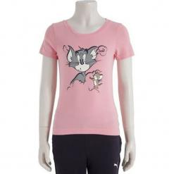 Koszulka w kolorze jasnoróżowym. Różowe bluzki dziewczęce z krótkim rękawem marki Puma, na lato, z tkaniny, sportowe. W wyprzedaży za 45,95 zł.