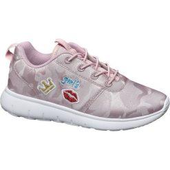 Sportowe buty dziecięce Vty różowe. Czerwone buciki niemowlęce chłopięce Vty, z materiału. Za 89,90 zł.
