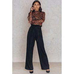Spodnie z wysokim stanem: Moves Spodnie Darcie – Black