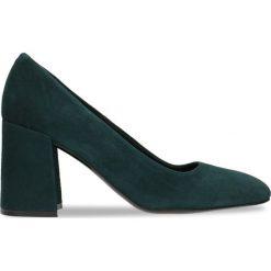 Czółenka HARUMI. Zielone buty ślubne damskie Gino Rossi, w geometryczne wzory, ze skóry, na słupku. Za 234,95 zł.