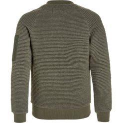 Cars Jeans IVAN Kurtka przejściowa army. Zielone kurtki chłopięce przeciwdeszczowe Cars Jeans, z bawełny. W wyprzedaży za 160,30 zł.