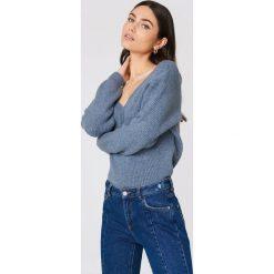 Swetry oversize damskie: NA-KD Sweter z dekoltem V - Blue