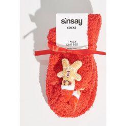 Pluszowe skarpetki świąteczne - Czerwony. Czerwone skarpetki damskie Sinsay. Za 14,99 zł.
