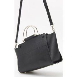 Torebka z metalowymi uchwytami - Czarny. Czarne torebki klasyczne damskie Reserved. Za 149,99 zł.