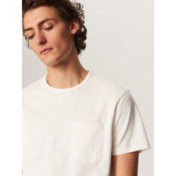T-shirty męskie: T-shirt z melanżowanej dzianiny – Kremowy
