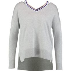 Swetry klasyczne damskie: Karen Millen STRIPE DETAIL CUT OUT KNIT  Sweter grey