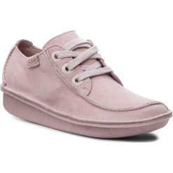 Półbuty CLARKS - Funny Dream 261357234 Dusty Pink. Czerwone półbuty damskie skórzane Clarks, na płaskiej podeszwie. W wyprzedaży za 199,00 zł.