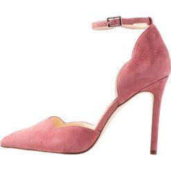 Jessica Simpson PAIRUS Szpilki rose. Czerwone szpilki Jessica Simpson, z materiału. Za 379,00 zł.