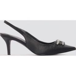 NA-KD Shoes Czółenka na niskim obcasie ze zdobieniem - Black. Czarne buty ślubne damskie NA-KD Shoes, w paski, z satyny, na niskim obcasie, na obcasie. W wyprzedaży za 60,89 zł.