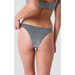 Galore x NA-KD Dół bikini z lureksu - Silver. Szare bikini Galore x NA-KD. W wyprzedaży za 40,48 zł.
