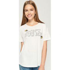 T-shirt z aplikacją - Kremowy. Białe t-shirty damskie marki Sinsay, l, z aplikacjami. W wyprzedaży za 14,99 zł.