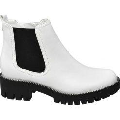 Botki damskie Graceland białe. Czarne botki damskie na obcasie marki Graceland, w kolorowe wzory, z materiału. Za 159,90 zł.