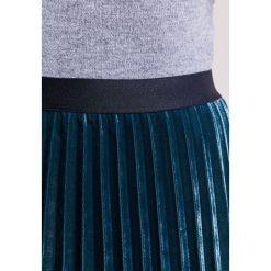 IBlues DOLORES Spódnica trapezowa gruen. Czerwone spódniczki trapezowe marki iBlues, l, z materiału. W wyprzedaży za 477,95 zł.