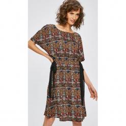 Medicine - Sukienka Cape Town. Brązowe sukienki mini MEDICINE, na co dzień, s, z tkaniny, casualowe, z okrągłym kołnierzem. W wyprzedaży za 99,90 zł.