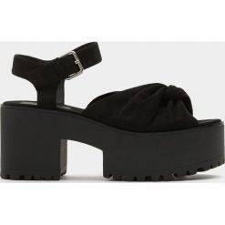 Rzymianki damskie: Czarne sandały na platformie z węzłem