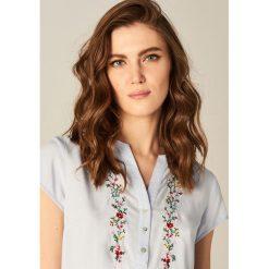 Koszula z kwiatowym motywem - Niebieski. Niebieskie koszule damskie marki Mohito. W wyprzedaży za 49,99 zł.
