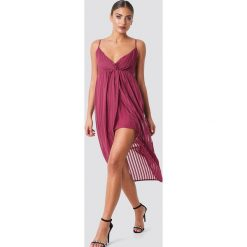 NA-KD Party Sukienka - Red. Brązowe sukienki na komunię marki Mohito, l, z kopertowym dekoltem, kopertowe. Za 100,95 zł.