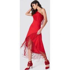 NA-KD Boho Sukienka na jedno ramię z frędzlami - Red. Niebieskie sukienki boho marki NA-KD Boho, na imprezę, w koronkowe wzory, z koronki, na ramiączkach, mini. Za 100,95 zł.