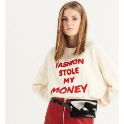 Sweter z napisem - Kremowy. Białe swetry klasyczne damskie Sinsay, l. Za 69,99 zł.