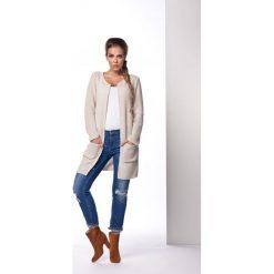 Klasyczny sweter płaszczyk beżowy MARVELLA. Brązowe swetry klasyczne damskie marki Lemoniade, z klasycznym kołnierzykiem. Za 94,90 zł.
