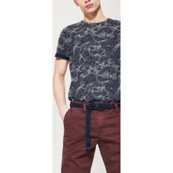 Chinosy męskie: Materiałowe spodnie chino – Bordowy
